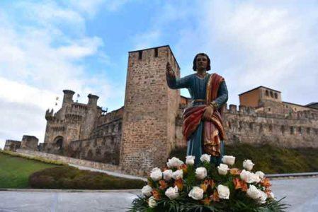 San Juanín frente al Castillo